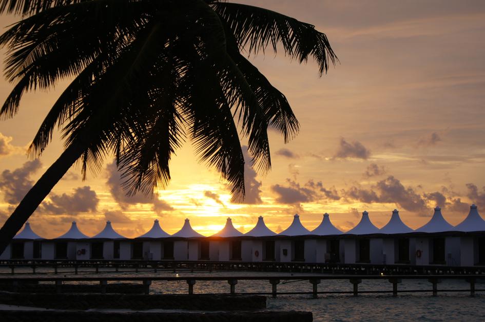Hema_maldives_chayaa_lagoon_hakuraa_huraa_bungalow_sunrise