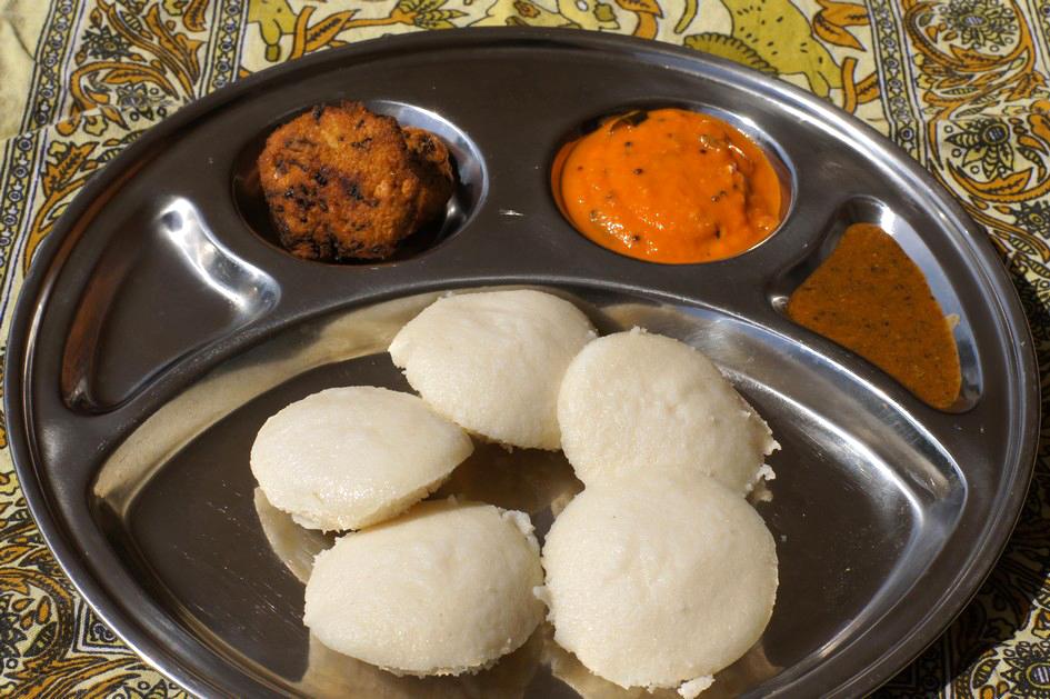 Hema_petit_dejeuner_indien_idli_vadai_chutney