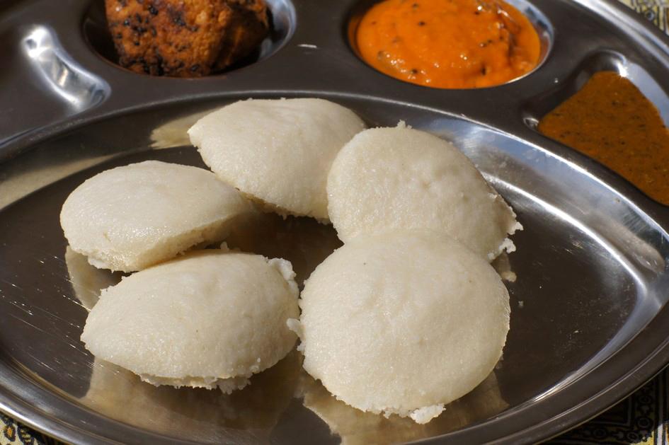 Hema_petit_dejeuner_indien_idli_vadai_chutney3