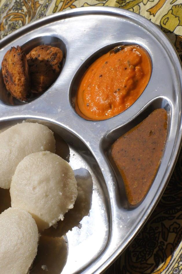 Hema_petit_dejeuner_indien_idli_vadai_chutney4