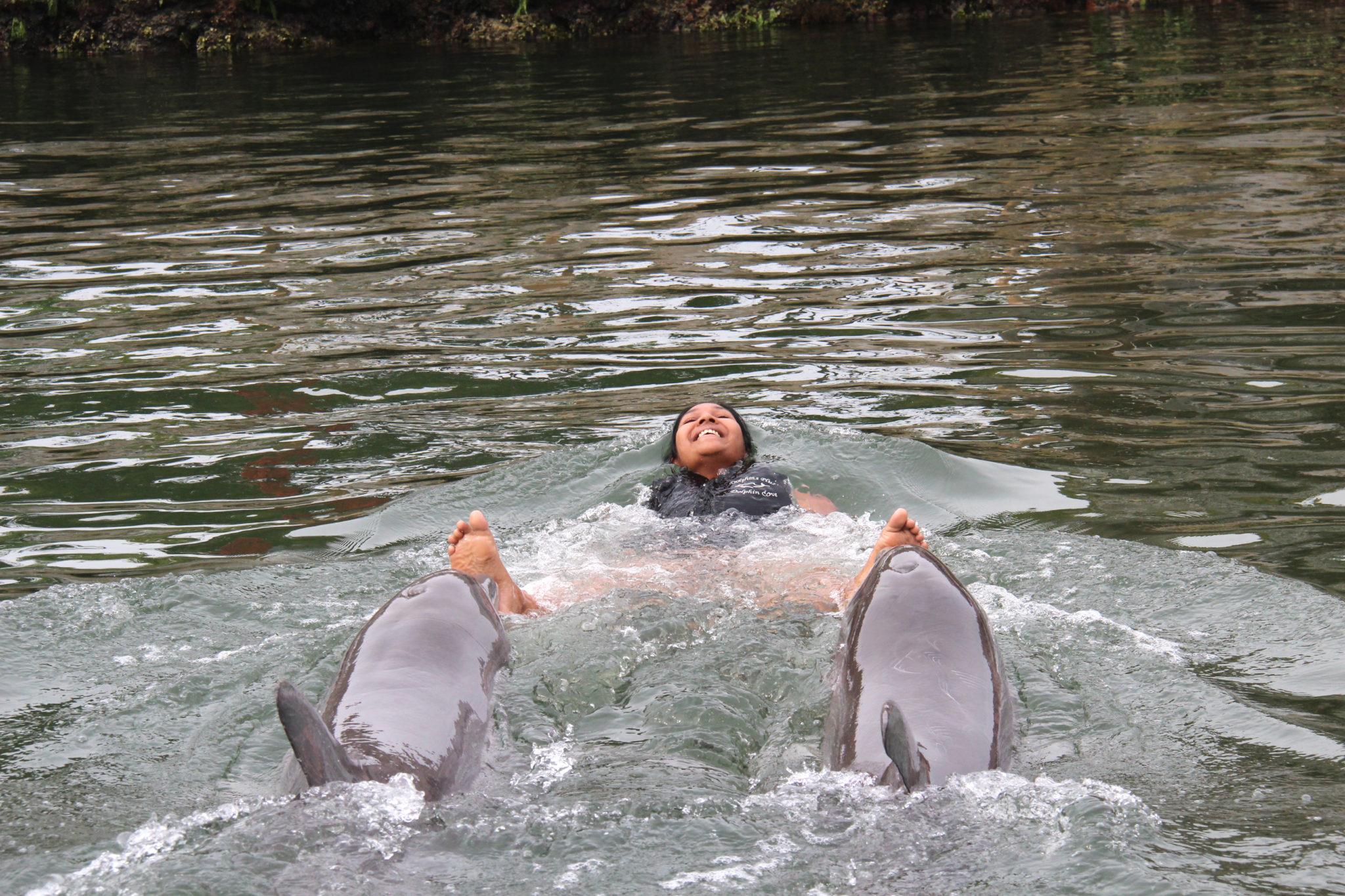 Hema_nager_avec_les_dauphins_dolphin_plus15