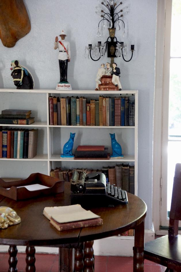 hema_florida_key_west_hemingway_house_desk