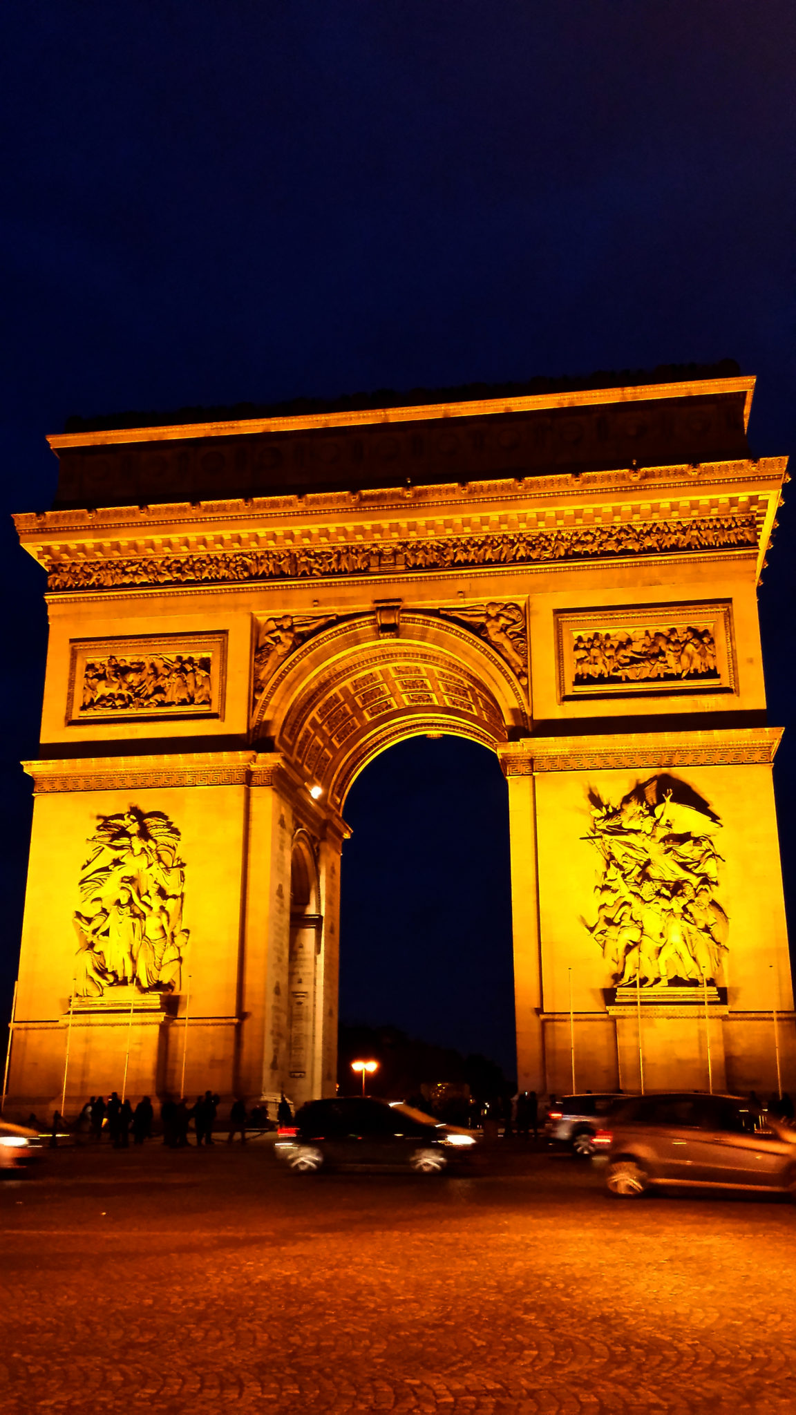 Hema_From_Paris_with_love_arc_de_triomphe