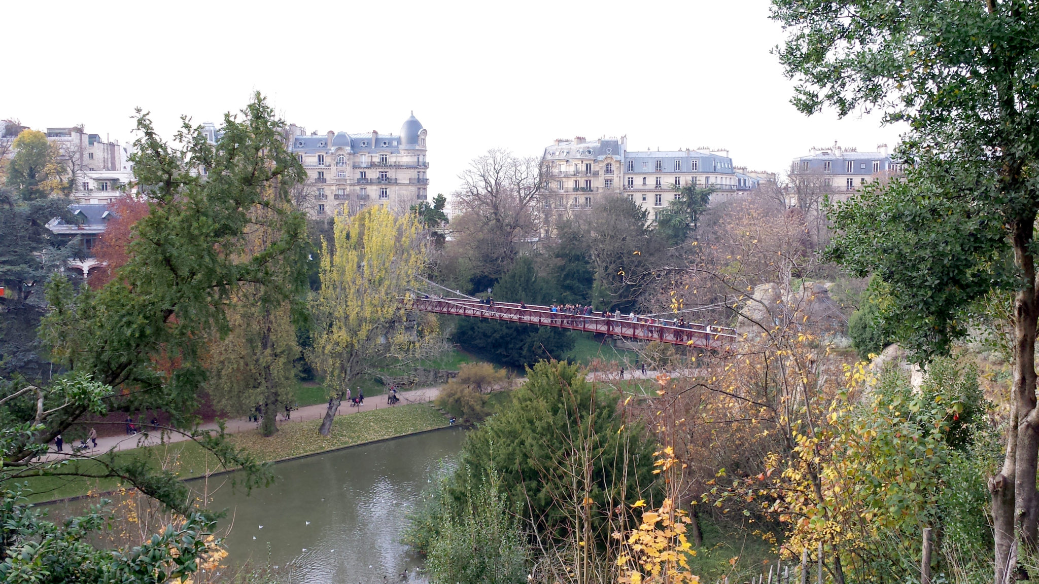 Hema_Paris_Buttes_de_chaumont_panorama_pont