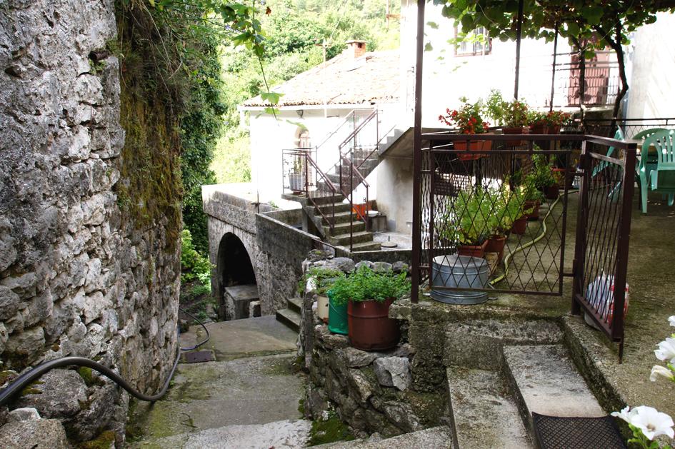 Hema_Montenegro_Godinje_hills_Blog_Voyage_Travel_village_7