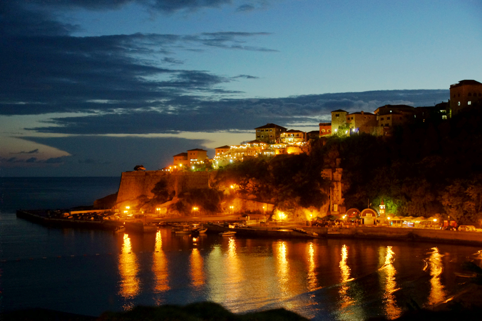 Hema_Montenegro_la_cote_adriatique_ulcinj_blog_voyage_travel_sunset_view_landscape_stari_grad_by_night