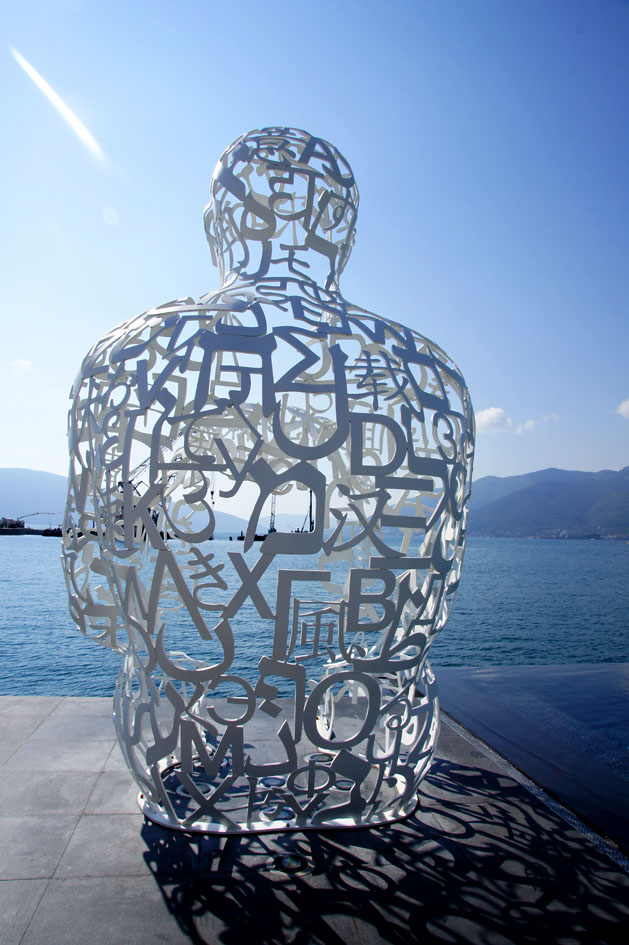 Hema_Blog_Voyage_travel_Porto_Montenegro_lido_sculpture