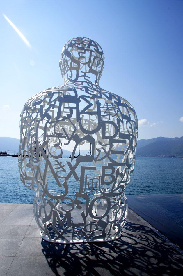Hema_Blog_Voyage_travel_Porto_Montenegro_lido_sculpture