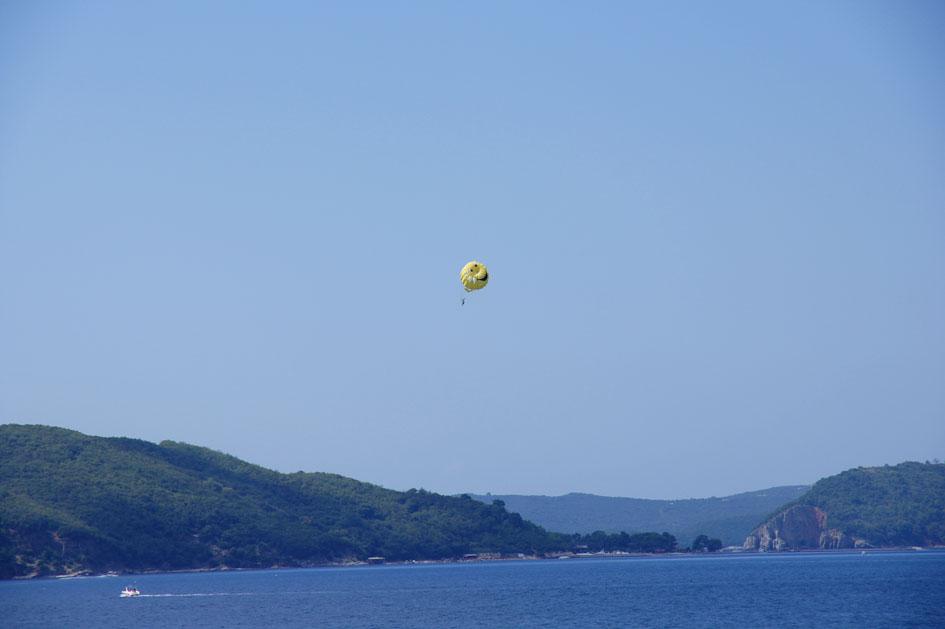 Hema_Montenegro_Budva_parasailing