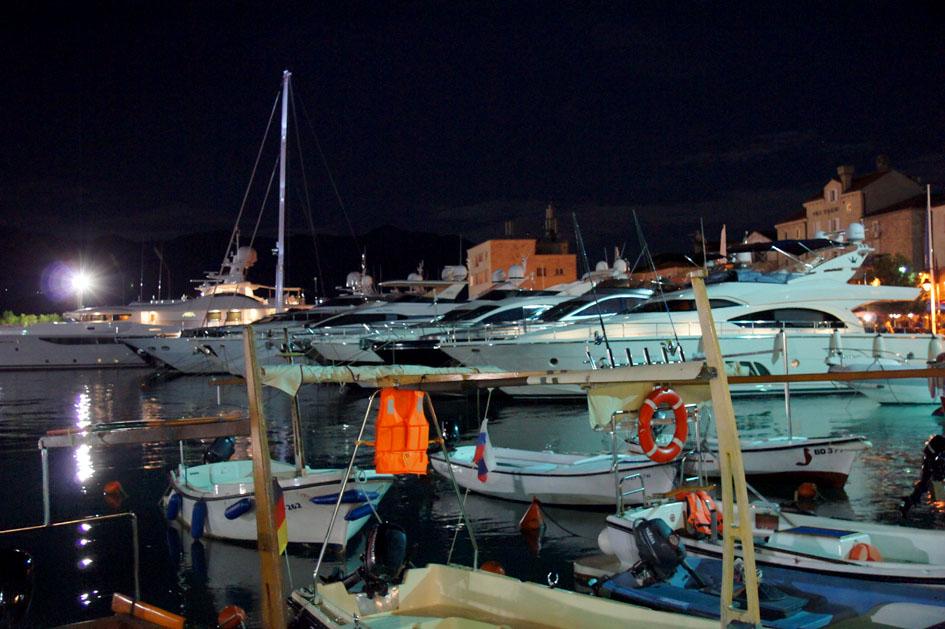 Hema_Montenegro_Budva_stari_grad_marina