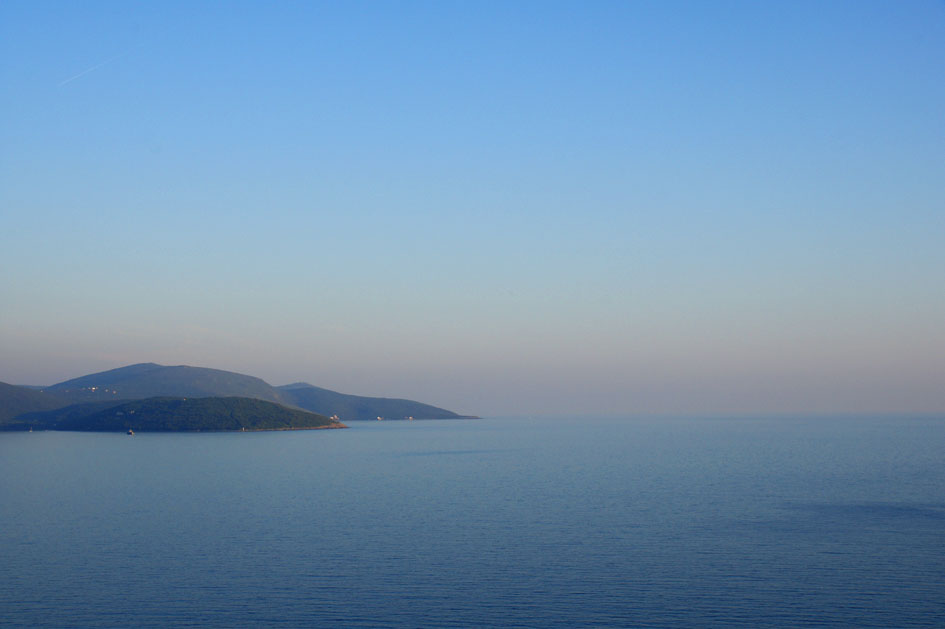 Hema_Montenegro_Lustica_peninsula_przno_beach_horizon_bleu_blog_voyage_travel16