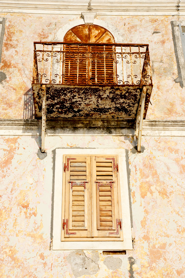 Hema_Montenegro_Lustica_peninsula_village_rose_old_balcony_blog_voyage_travel14