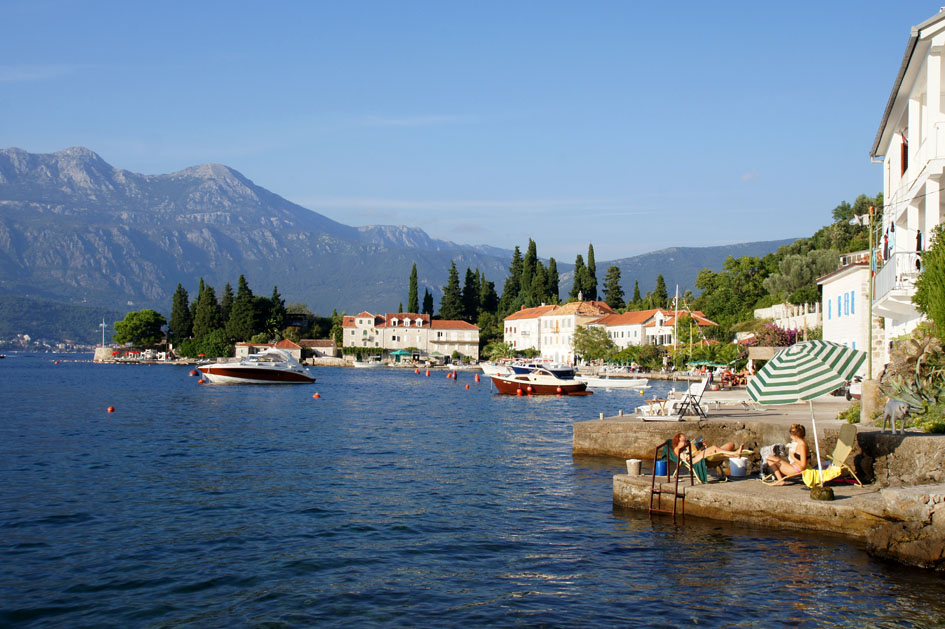 Hema_Montenegro_Lustica_peninsula_village_rose_view_blog_voyage_travel13