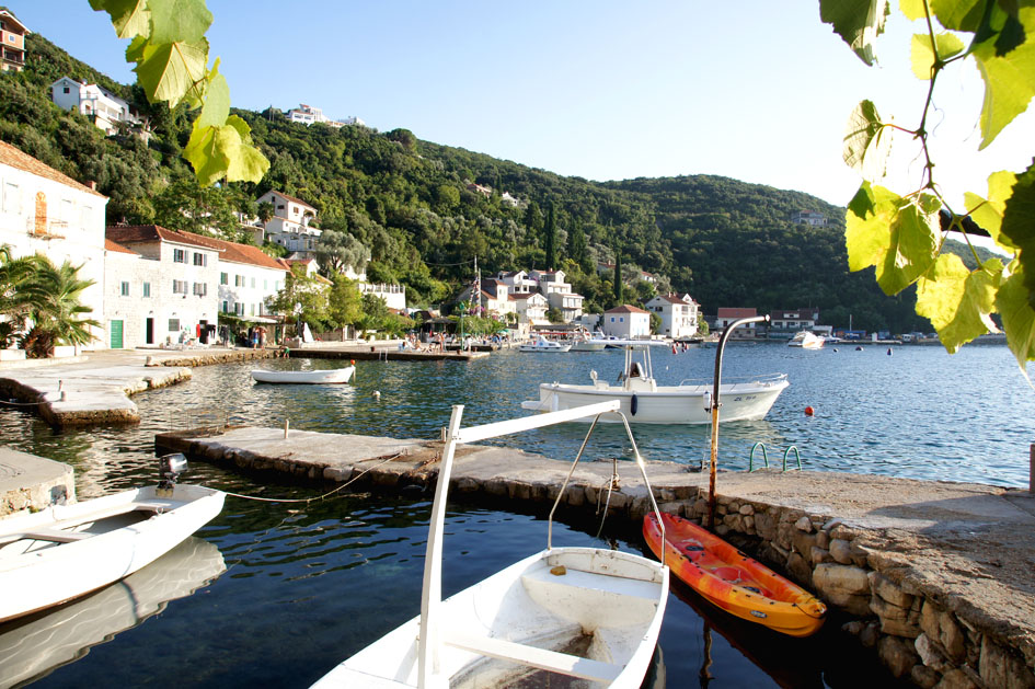 Hema_Montenegro_Lustica_peninsula_village_rose_view_blog_voyage_travel14