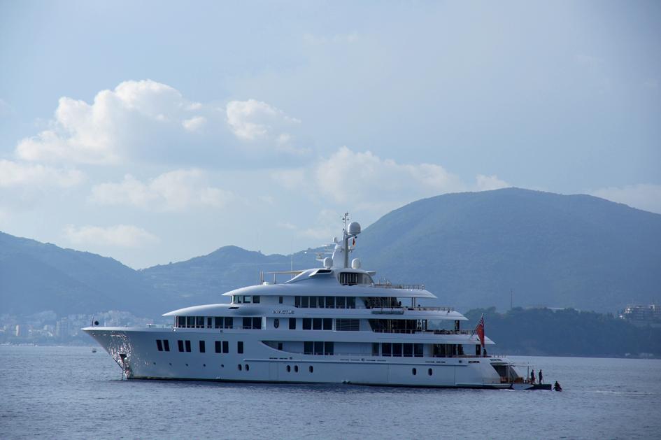 Hema_Montenegro_Sveti_Stefan_Adriatic_Coast_boat__Blog_Voyage_Travel5
