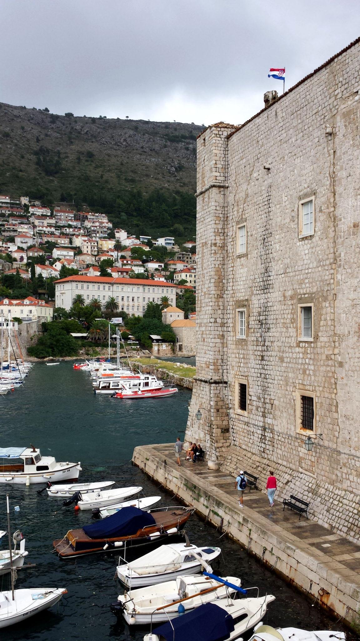 Hema_blog_mode_voyage_croatie_une_journee_a_dubrovnik_autour_port_16