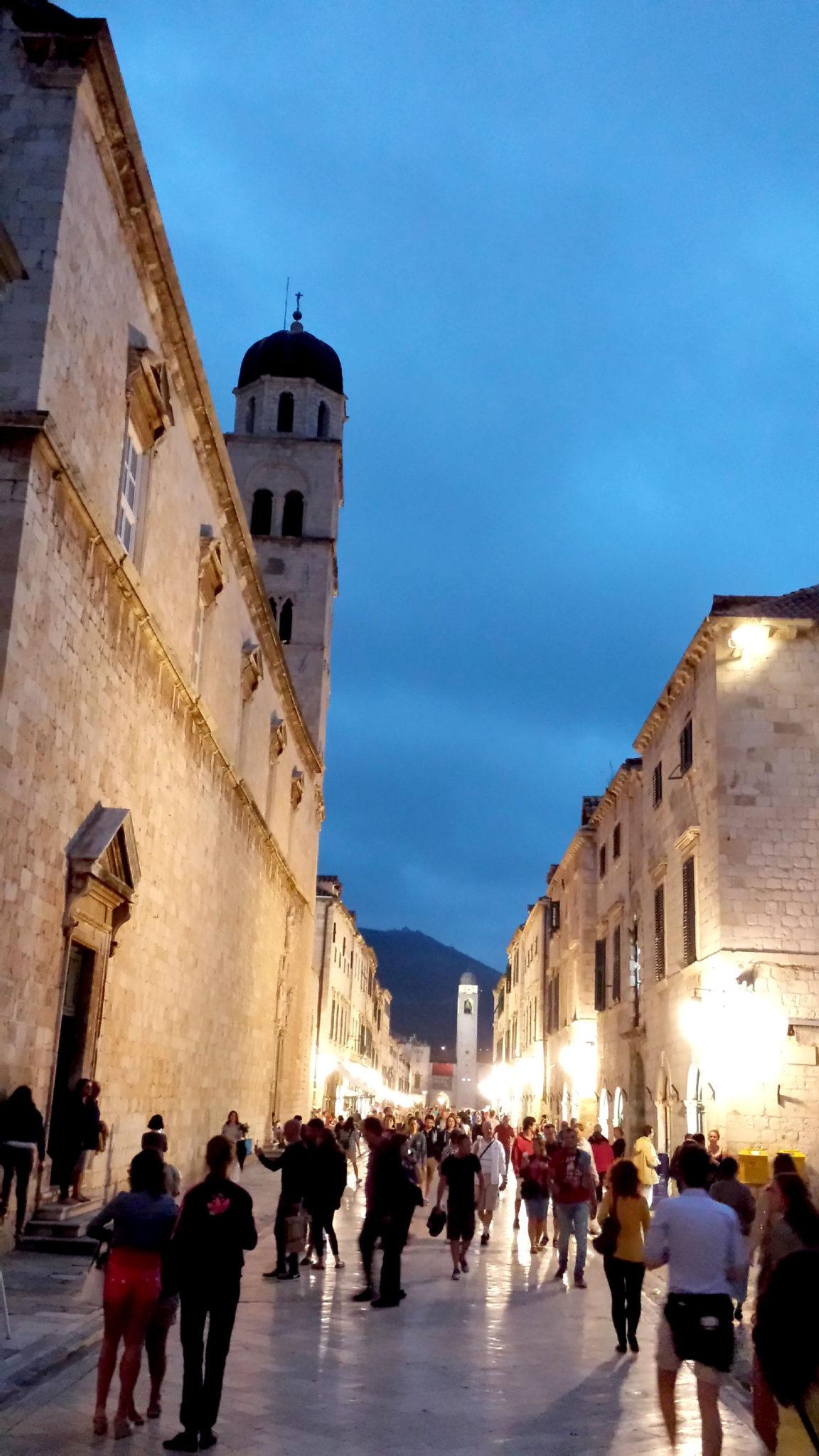 Hema_blog_mode_voyage_croatie_une_journee_a_dubrovnik_streets-night-20