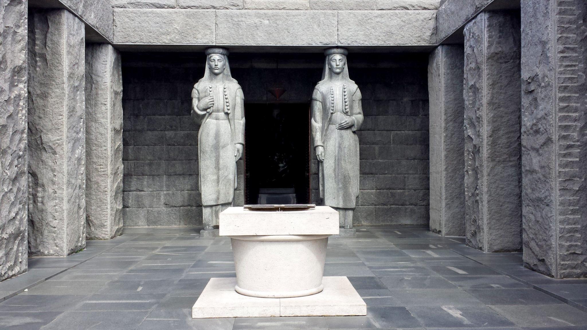 Hema_Le_parc_Lovcen_blog_voyage_travel_mausolee_nejegos12