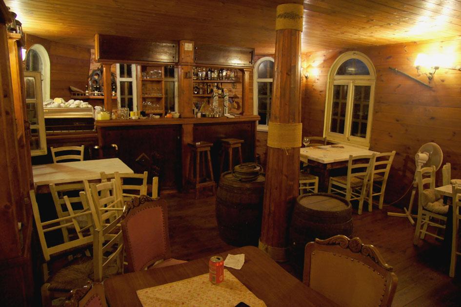 Hemaposesesvalises_bonnes_adresses_montenegro_vripazar_silistria_boat_navire_restaurant5