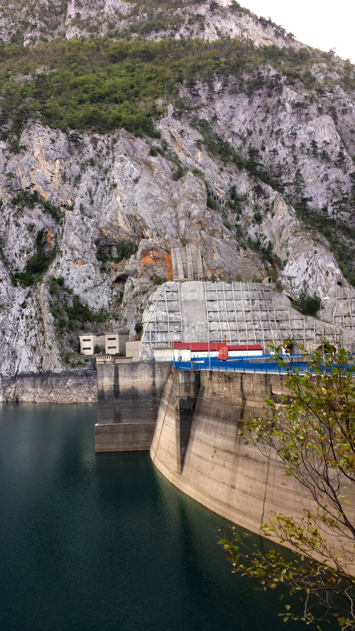 Hemaposesesvalises_montenegro_dam_barrage_travel_voyage_blog4