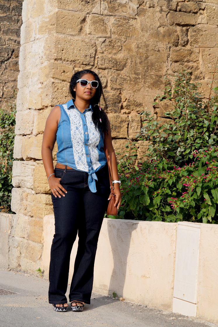 Hemaposesesvalises_the_70s_wave_denim_outfit_bootcut_flare_jean_flower_dentelle_lace_blog_mode_fashion8