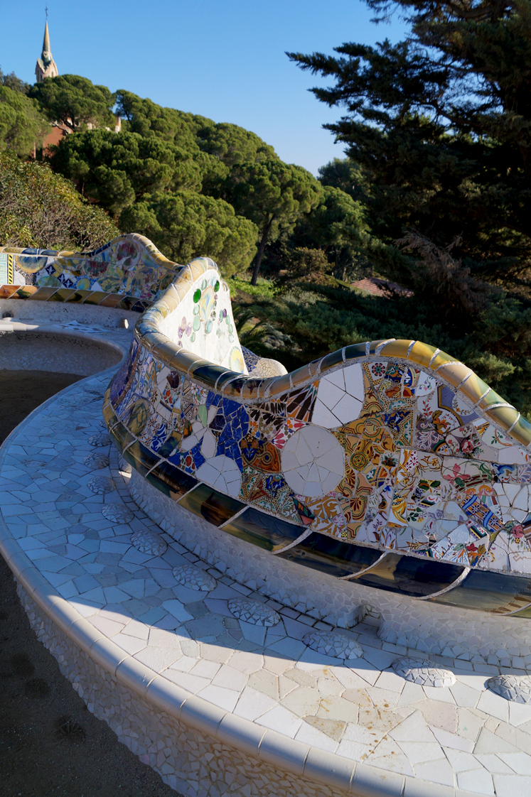 Hema_pose_ses_valises_barcelone_cityguide_parc_guell_4
