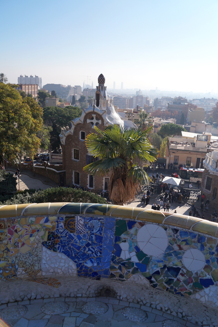 Hema_pose_ses_valises_barcelone_cityguide_parc_guell_7