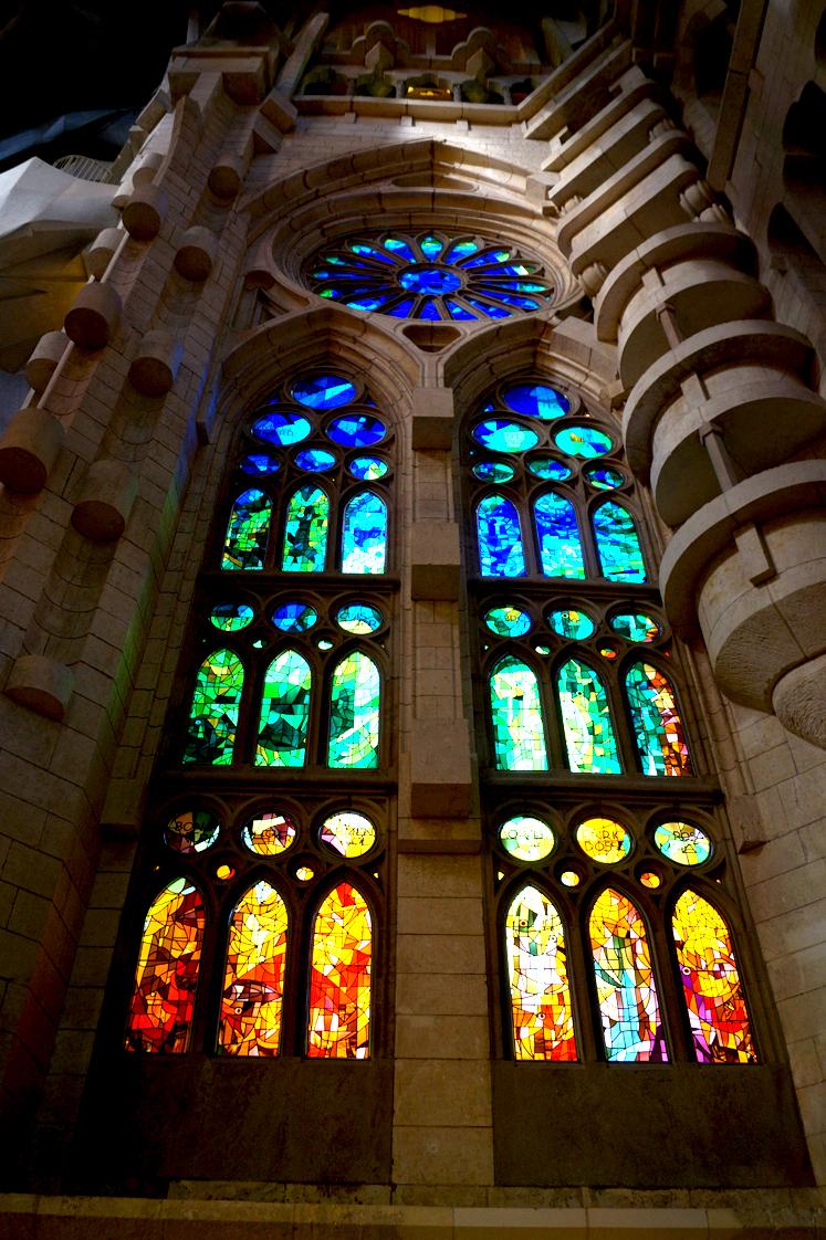 Hema_pose_ses_valises_barcelone_cityguide_sagrada_familia_4