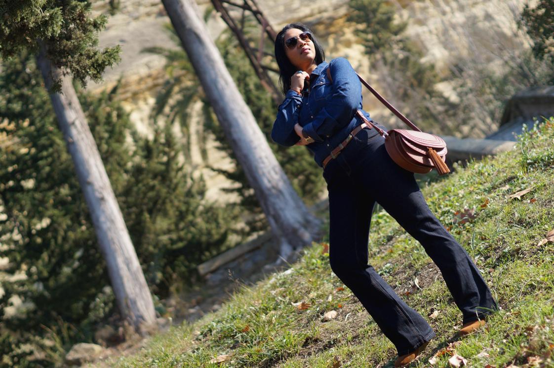 Hema_pose_ses_valises_look_fashion_denim_rayban_4