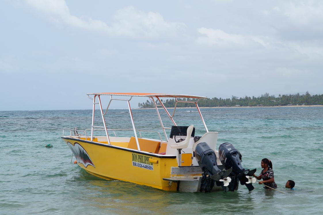 Hema_pose_ses_valises_republique_dominicaine_las_terrenas_bateau_8