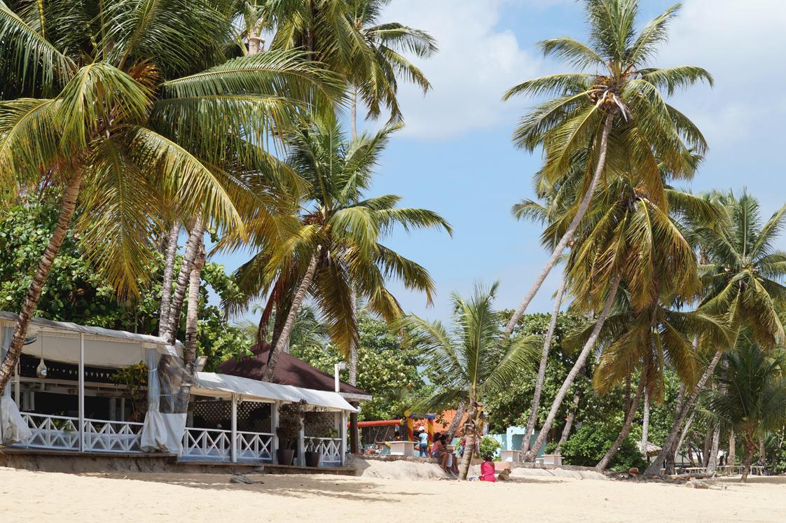 Hema_pose_ses_valises_republique_dominicaine_las_terrenas_plage_6