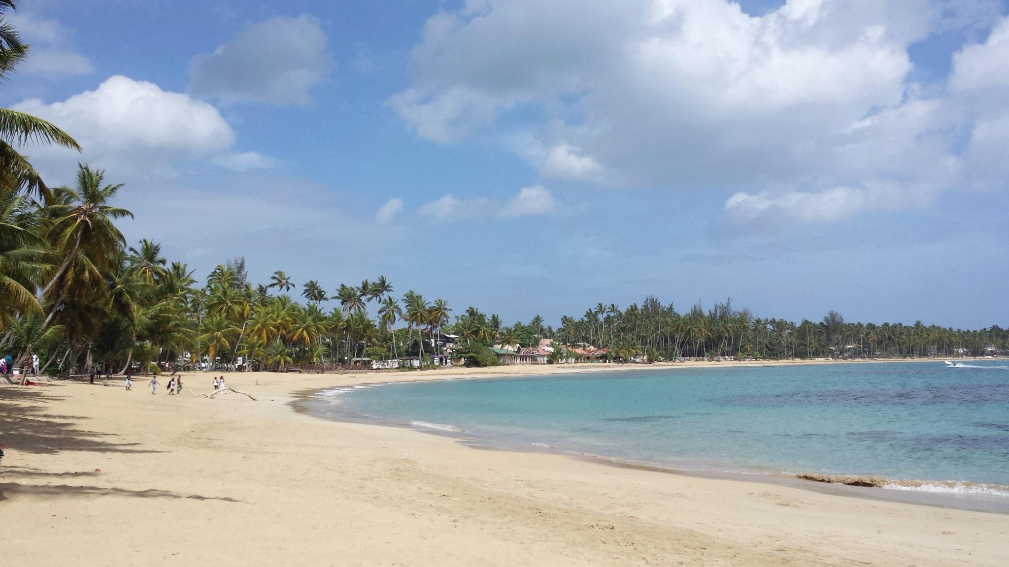 Hema_pose_ses_valises_republique_dominicaine_las_terrenas_plage_panoramique_10