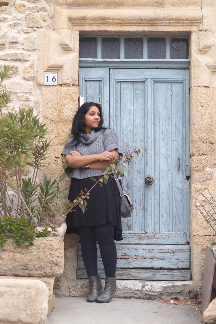Hema_pose_ses_valises_look_blog_mode_pull_oversize_gris_porte