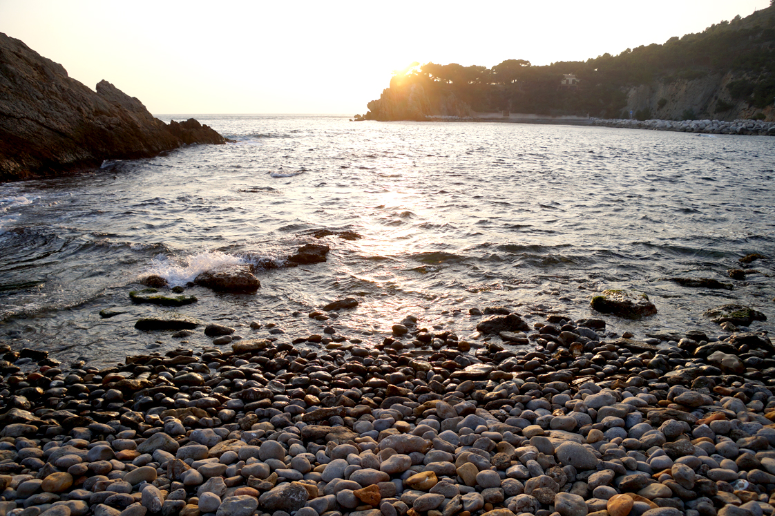 Mermaid wish - Calanque Figuière Bouches du rhone_ galets- coucher de soleil