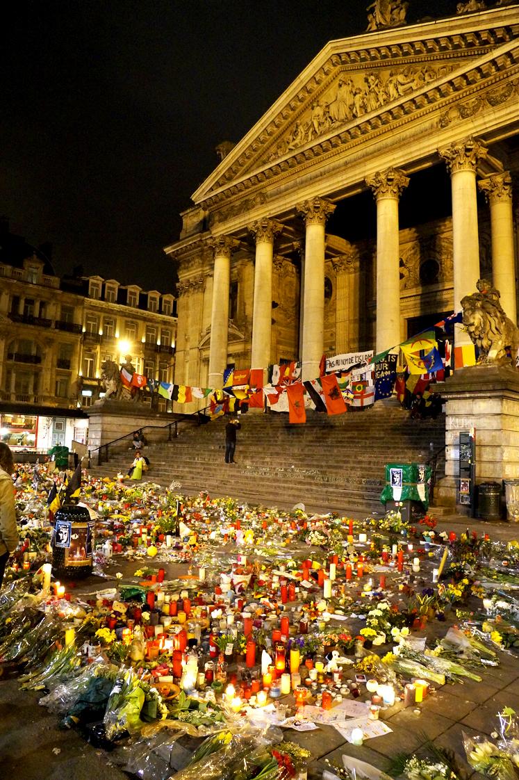 Hema_Bruxelles_Bourse_Place_Recueillement