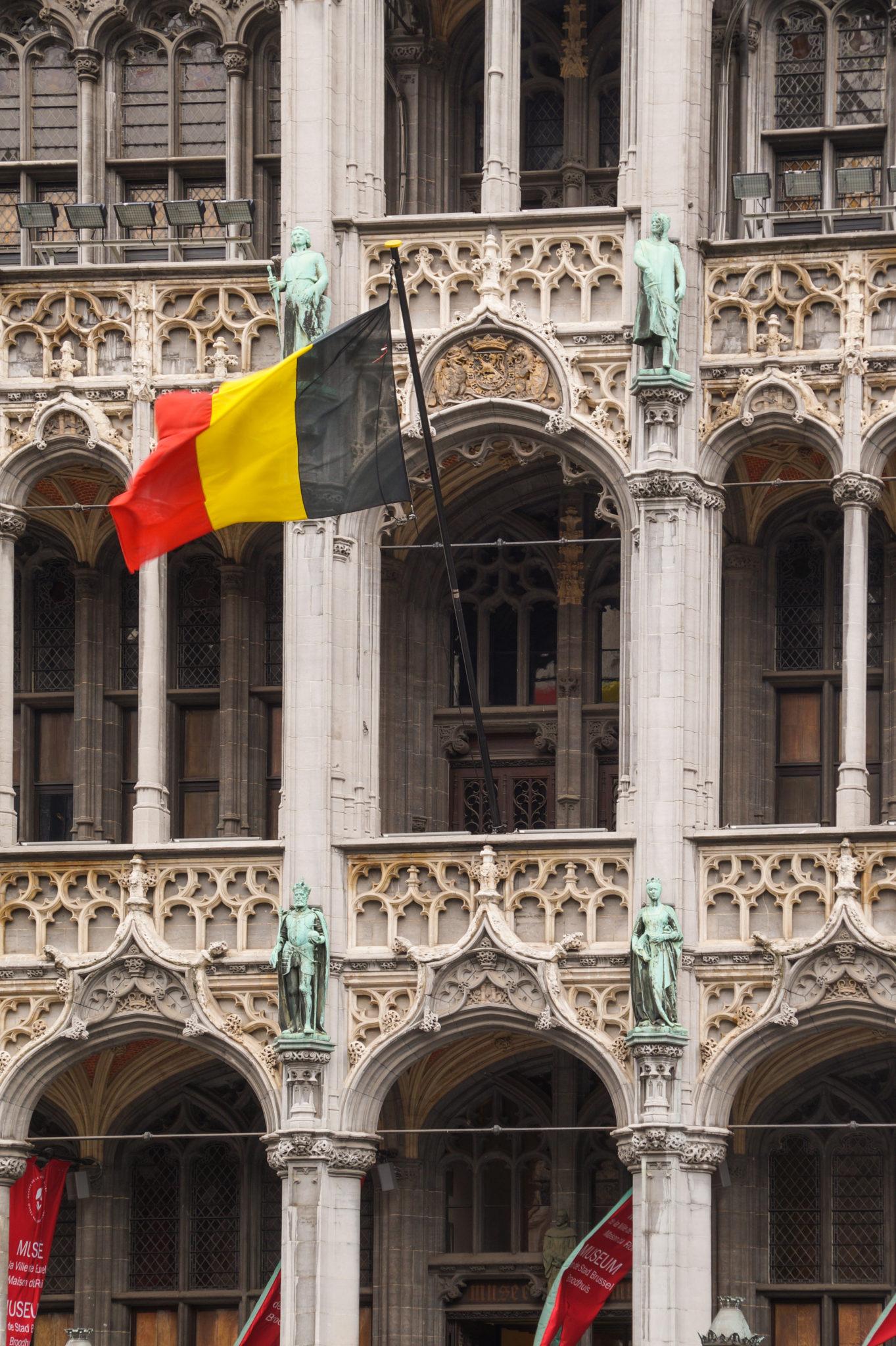 Hema_Bruxelles_Mairie_Drapeau