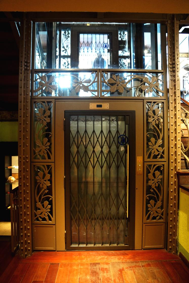 Hema_Bruxelles_musee_intrument_musique_ascenseur_art_nouveau