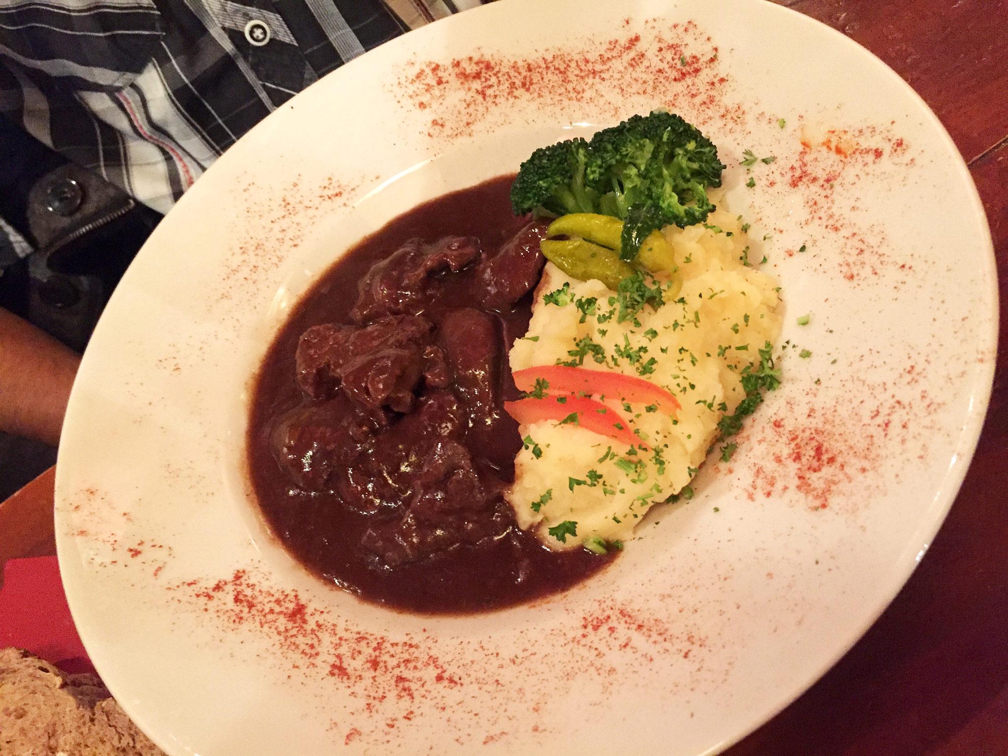Hema_Bruxelles_bonnes_adresses_9_et_voisins_restaurant_carbonnade_flamande