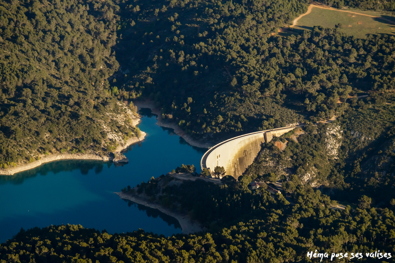 Hema_up_in_the_air_barrage_bimont_mont_sainte_victoire