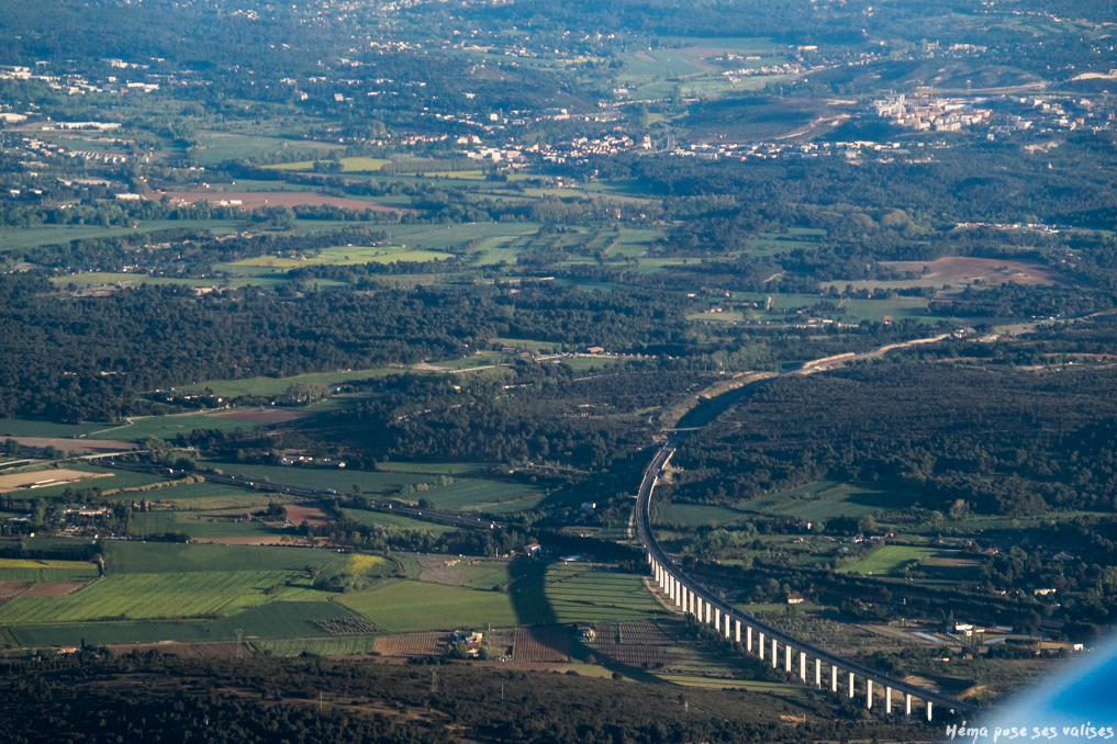 Hema_up_in_the_air_pont_autouroute_provence