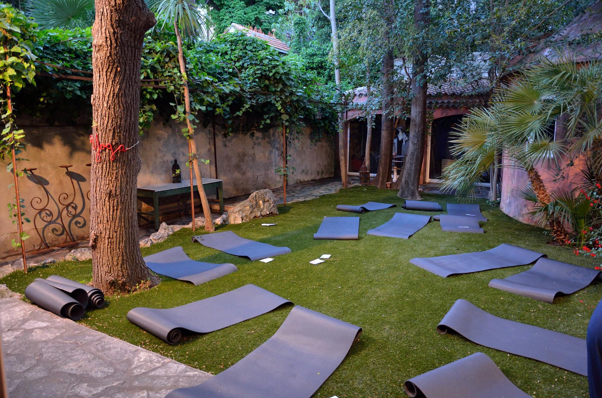 Weleda_bioty_tour_espace_cote_calanques_marseille_jardin-tapis_yoga