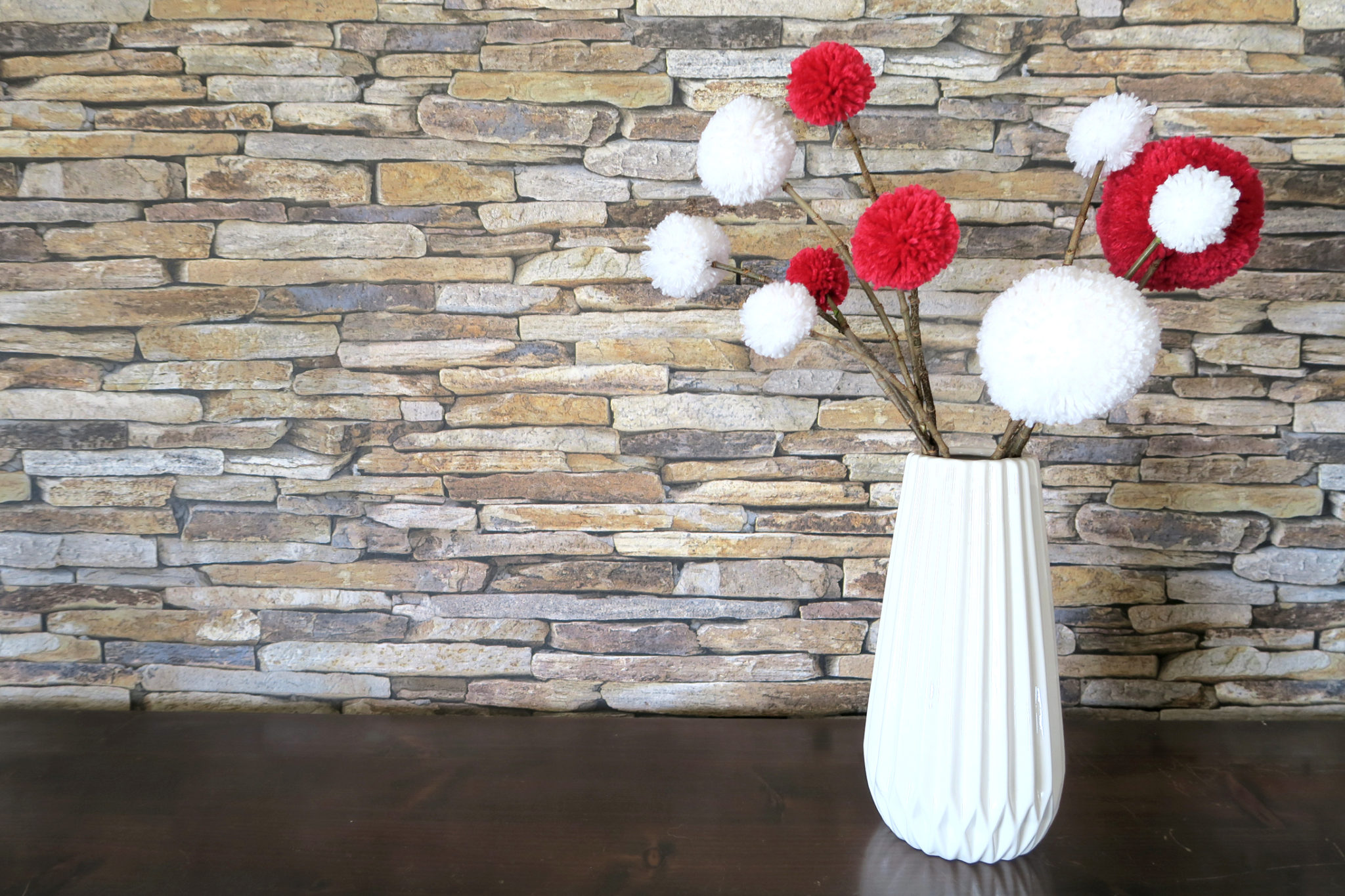 Hema_pose_ses_valises_bouquet_pompons_vase_origami_diy