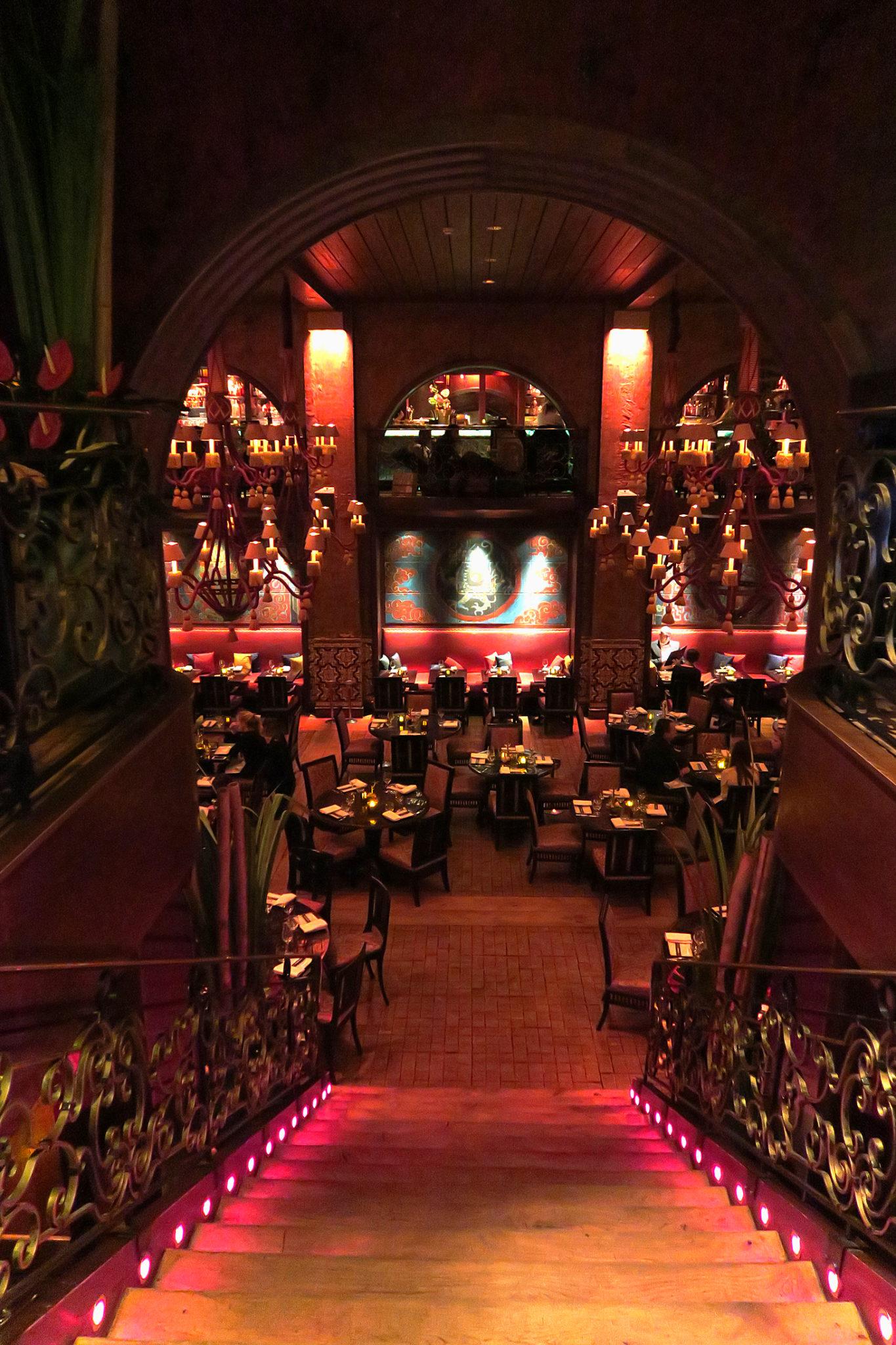 Hemaposesesvalises_buddha_bar_paris_stairs_restaurant