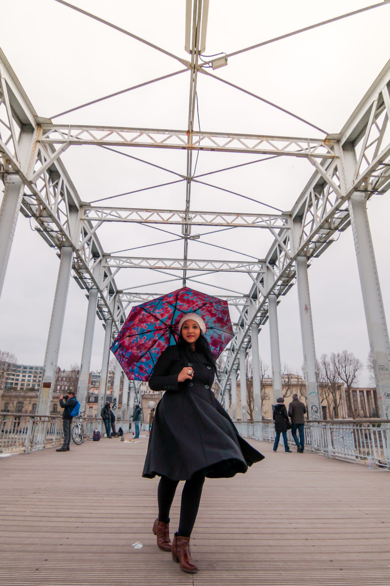 Hemaposesesvalises_Happysweeds_Cherry_Umbrella_manteau_max&co_winter_paris_blog_mode