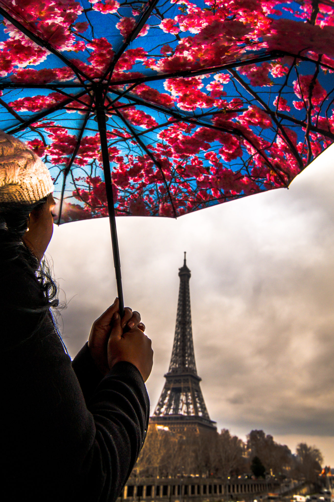 Hemaposesesvalises_Happysweeds_Cherry_Umbrella_Tour_Eiffel_paris_blog_mode_blanckwhite