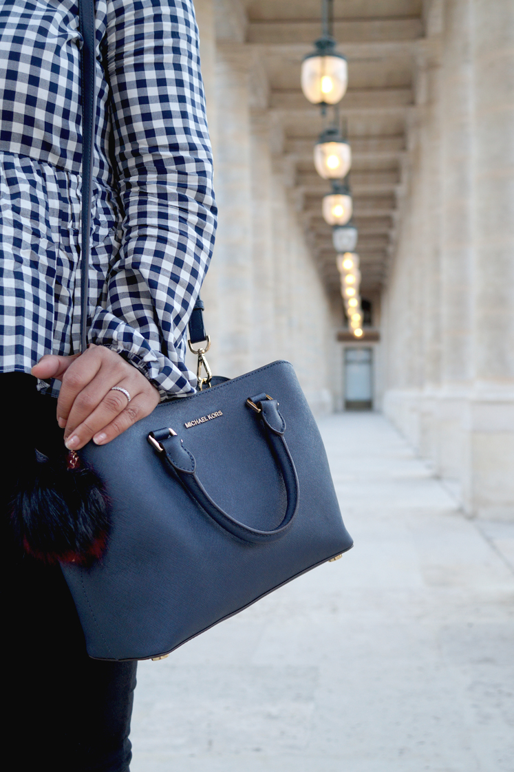Hema_pose_ses_valises_look_mode_top_vichy_sac_michael_kors_paris