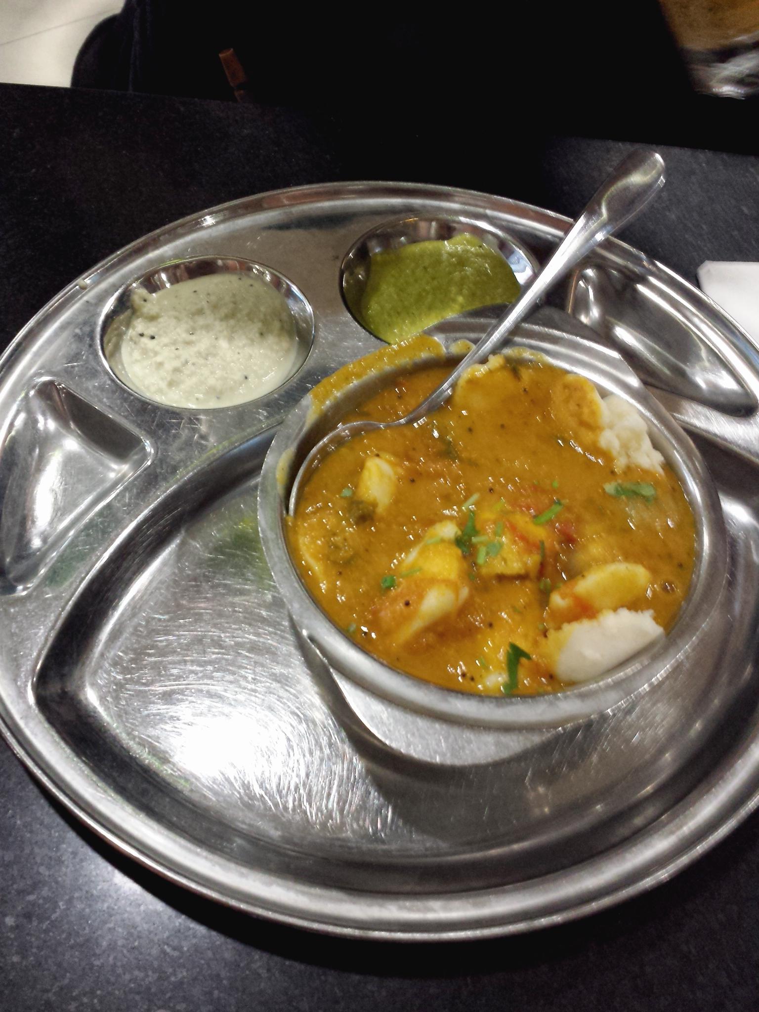 Hema_Saravanaa_Bhavan_mini_idli_sambar_Paris_restaurant_indien_cuisine_monde