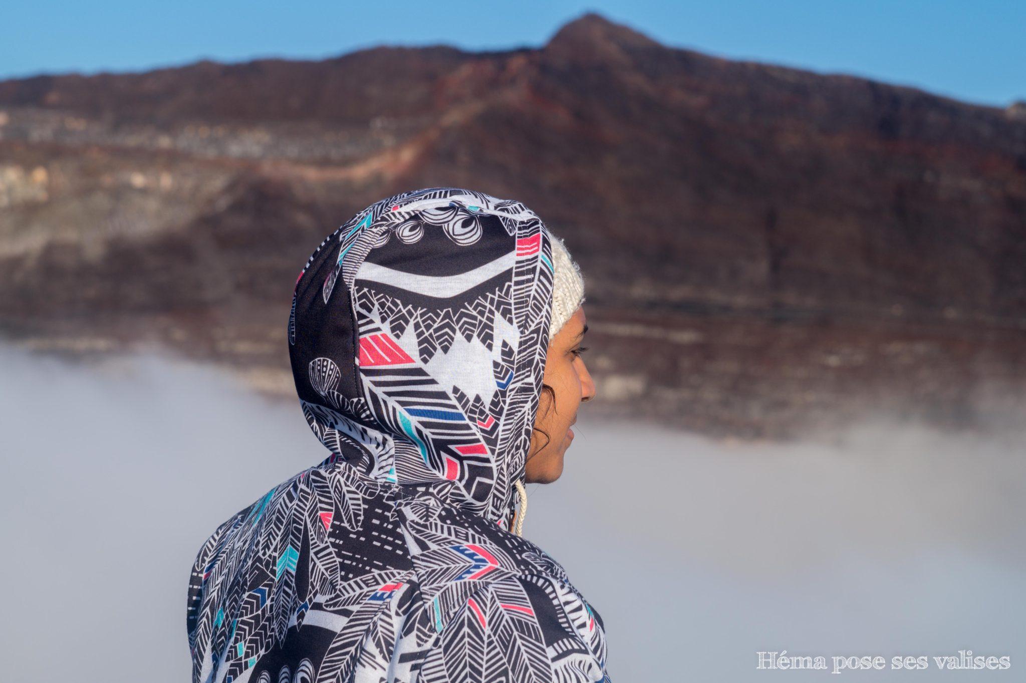 Héma au-dessus du cratère dolomieu au Piton de la Fournaise à La Réunion