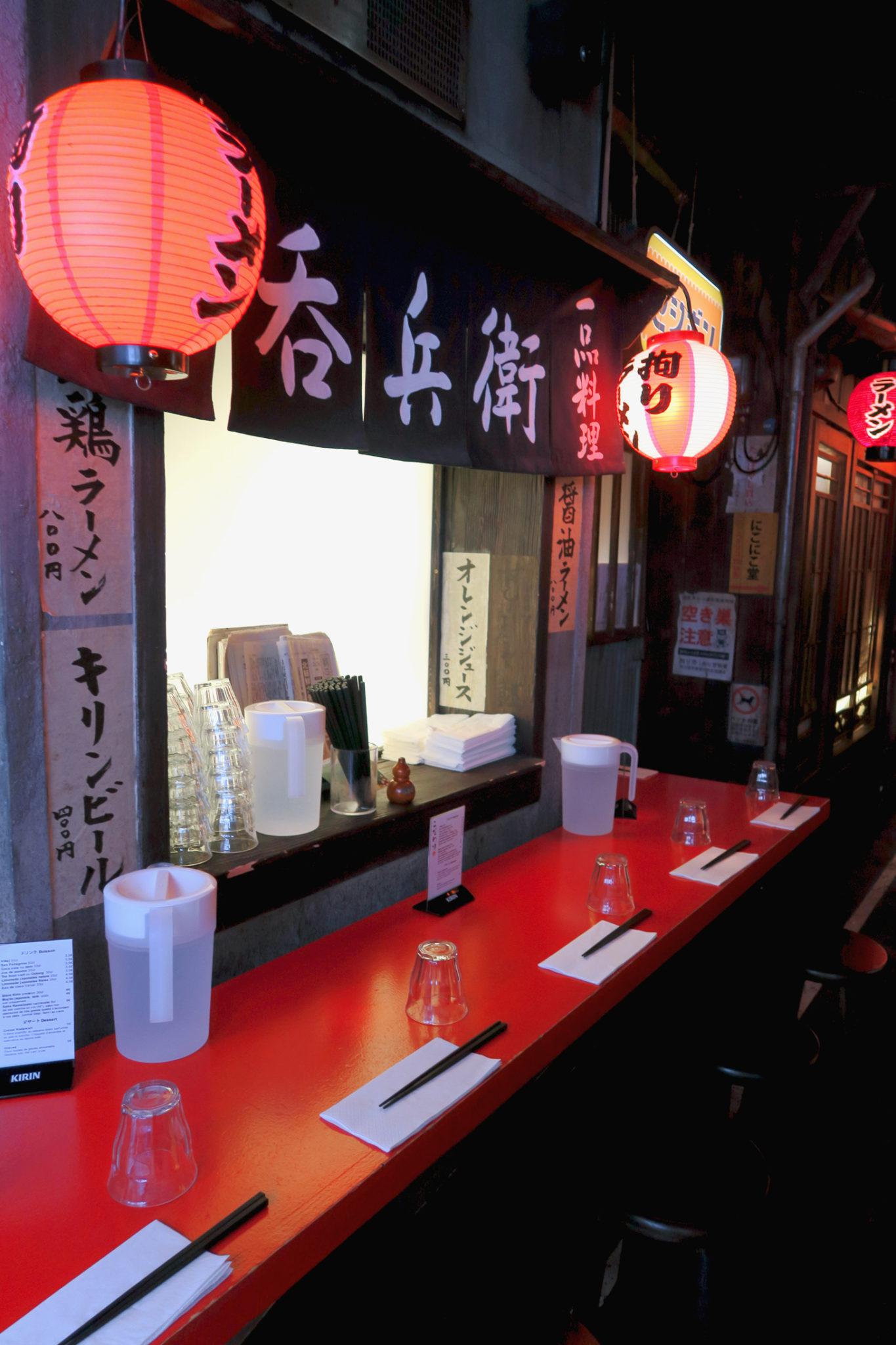 Détails de la décoration du restaurant japonais Kodawari Ramen à Paris