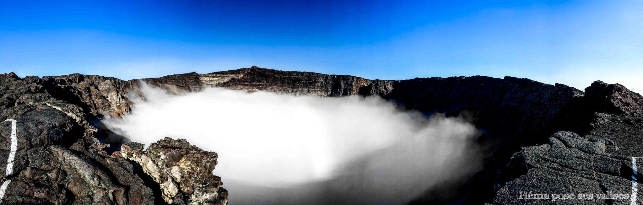 Panorama du cratère Dolomieu du Piton de la Fournaise à La Réunion